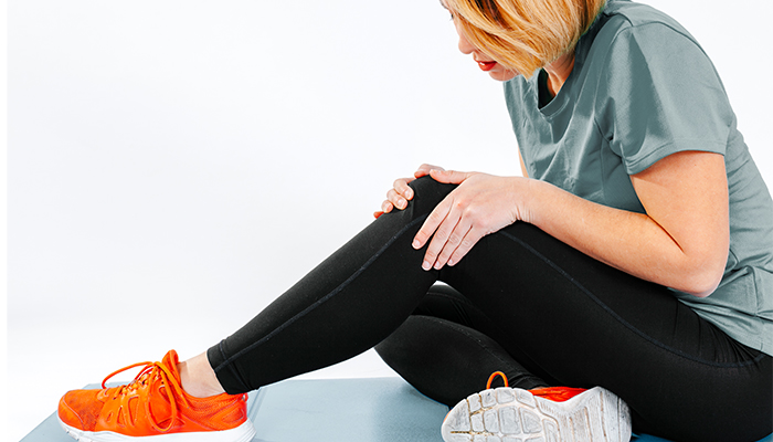 Genunchii tăi scârţâie, trosnesc, pocnesc sau fac alte zgomote? Un reumatolog îţi explică de ce