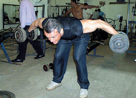 Antrenament pentru deltoizii posteriori
